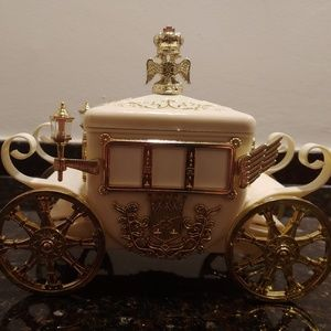 Vintage Coach Musical Jewelry Box- Cinderella Fan